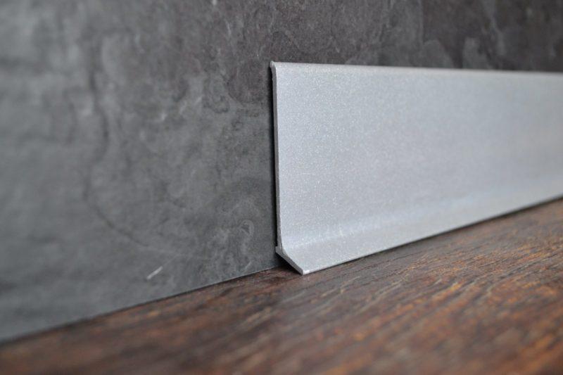 Алюминиевый плинтус L-60. Анодированный серебро матовый. 60х10 мм. Длина 2.5 / 3м